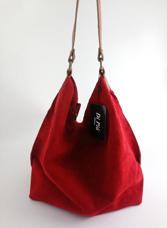 bolso de hombre hecho en piel de ante color rojo.